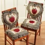 Накидки на спинках стульев в форме сердечек