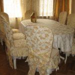 Светлый текстиль в интерьере кухни