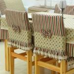 Спинки стульев с нарядными чехлами