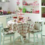 Обеденная зона на кухне в стиле кантри