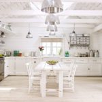 Белая кухня без навесных шкафов