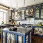 Кухонный остров с филенчатыми фасадами