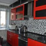 Серо-черный фартук из мозаичной плитки