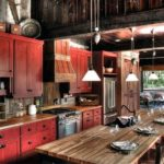 Красно-черная кухня в деревенском стиле