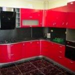 Черный фартук в Г-образной кухне