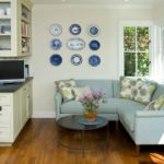 Декоративные подушки на угловом диване