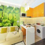 Яркий дизайн современной кухни с диваном