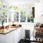Интерьер небольшой кухни в дачном домике