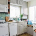 Кухня в частном доме с двумя окнами