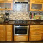 Деревянные дверки кухонной мебели
