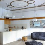 Лепнина на потолке кухни-гостиной