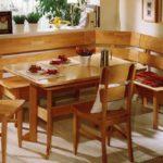 Деревянная мебель для обеденной зоны кухни