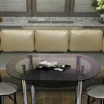 Два стула по бокам стола вытянутой формы