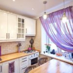 Фиолетовый тюль на кухонном окне