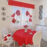 Красная скатерть на кухонном столе