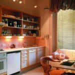 Современная кухня с открытыми шкафами