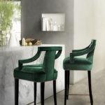 Барные стулья с зеленой обивкой