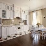 Линейная кухня в стиле классики