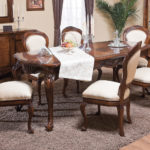 Белая обивка кухонных стульев