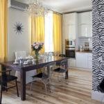 Желтые занавески в интерьере кухни