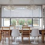 Римская штора на кухонном окне