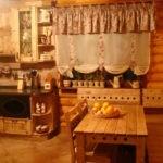 Декор кухонного окна в деревянном доме