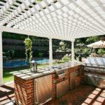 Летняя кухня с перголой вместо крыши