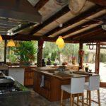 Многофункциональный остров в летней кухне