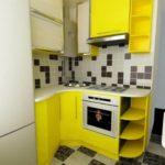 Желтый гарнитур угловой планировки