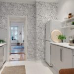 Светлая кухня с параллельной планировкой