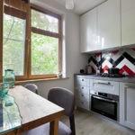 Паркетная укладка плитки на кухонном фартуке