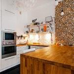 Интерьер кухни со встроенной техникой