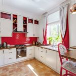 Двухсторонние шторы в интерьере кухни