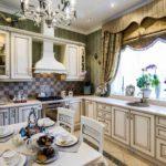 Шторы с бахромой в интерьере кухни