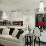 Прямой диван с белой обивкой