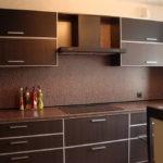 Кухонная мебель коричневого цвета