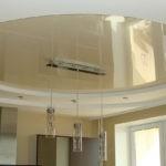 Комбинированный подвесной потолок в кухне панельного дома