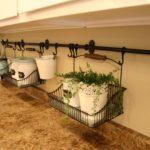 Место для растений в интерьере кухни