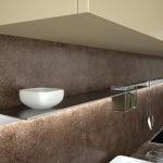Рейлинг в виде узкой полочки на кухонной стене