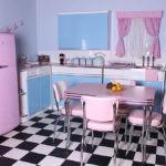 Черно-белая клетка на полу кухни