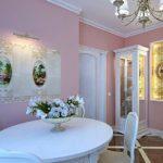 Окраска стен в розовый цвет на кухне классического стиля