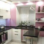 Белые полочки на розовой стене