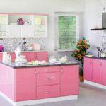 интерьер кухни с островом в частном доме