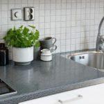 Серая столешница кухонного гарнитура