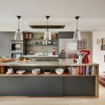 Кухонный остров с серыми фасадами