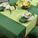Зеленый текстиль в оформлении кухонного стола