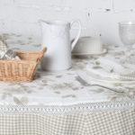 Плетенная корзинка с кухонными салфетками