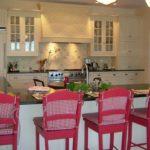 Барные стулья розового цвета
