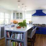 Кухонная вытяжка темно-синего цвета