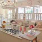 светлая кухня в деревенском стиле